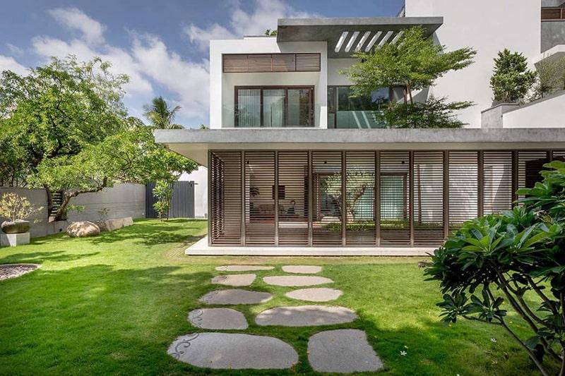 Thiết kế sân vườn trước nhà đơn giản