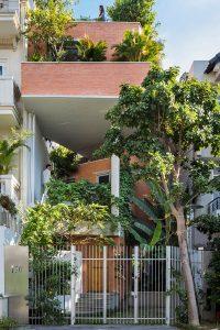 Nhà phố kết hợp vườn xanh mát
